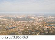 Москва и город Дзержинский, вид с самолета, фото № 3966063, снято 26 сентября 2012 г. (c) Татьяна Юни / Фотобанк Лори