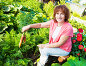 Woman grows harvest in the garden, фото № 6289479, снято 26 мая 2013 г. (c) Гладских Татьяна / Фотобанк Лори