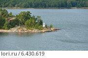 Остров с красным домом, флагом и маяком, фото № 6430619, снято 26 августа 2014 г. (c) Валерия Попова / Фотобанк Лори