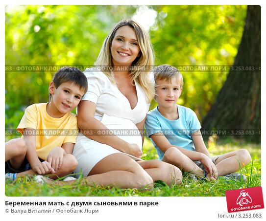 Беременная мама с двумя детьми 87