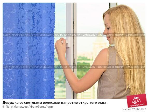 devushka-vozle-okna-foto