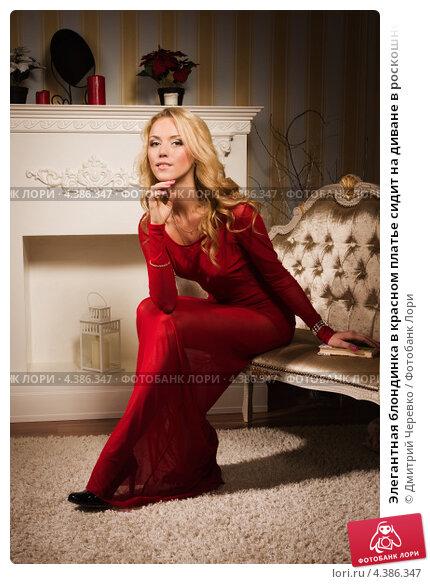 Красивая блондинка в красном платье 79