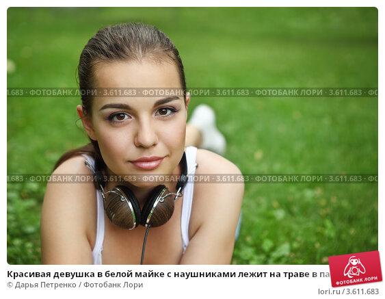 devushka-v-mayke-privyazana