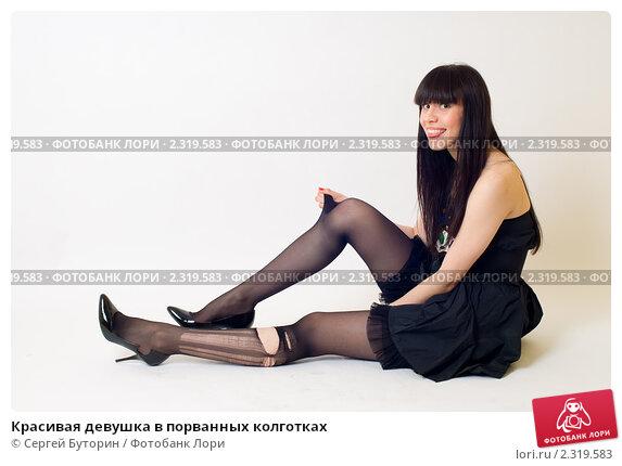 devushka-v-temnih-kolgotkah-foto
