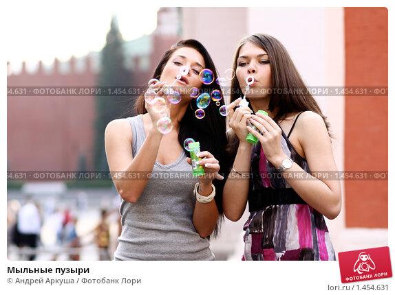 ya-s-podrugoy-moemsya
