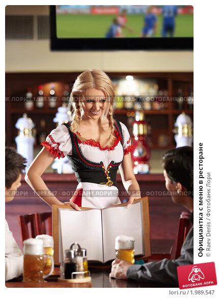 video-blondinku-v-restorane