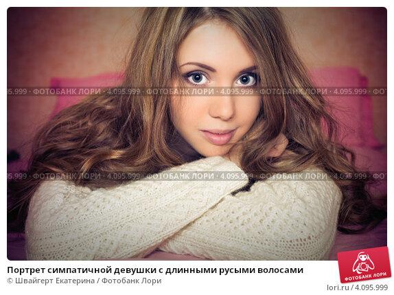 Фото девушки с русыми волосами и цветами