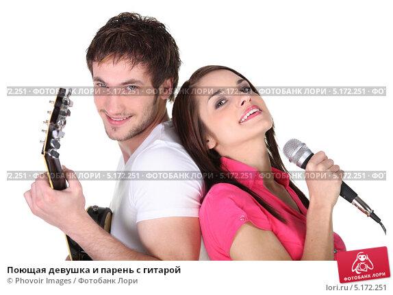 Поющая девушка и парень с гитарой, фото 5172251.