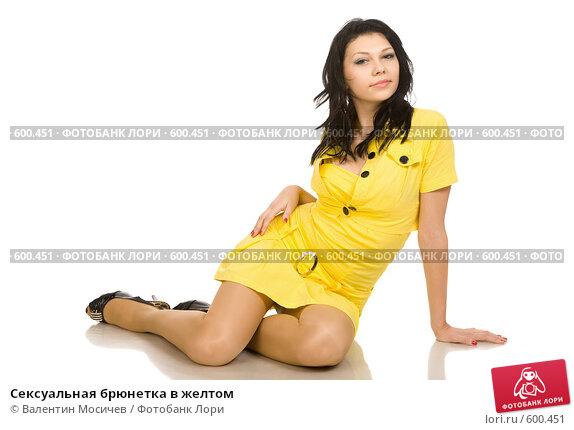 bryunetka-v-chernih-chulkah-video