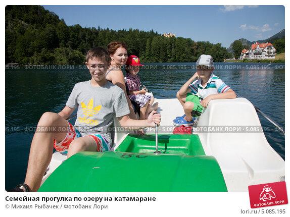 vid-goloy-devushki-sverhu