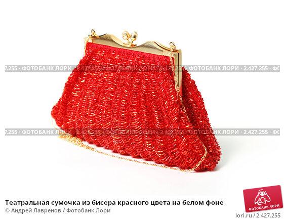 Театральная сумочка из бисера красного цвета на белом фоне, фото 2427255.