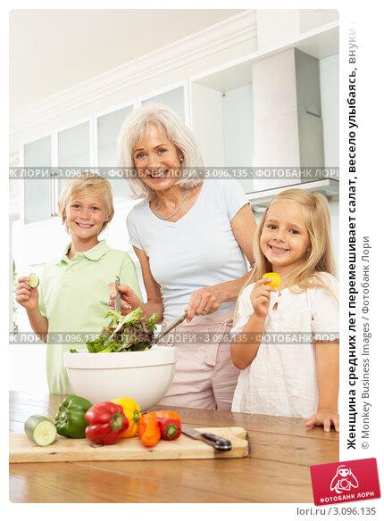 Старуха и внук на кухне 23 фотография