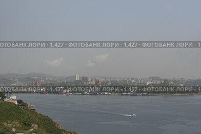 Купить «Вид на Владивосток с моря», эксклюзивное фото № 1427, снято 18 сентября 2005 г. (c) Ирина Терентьева / Фотобанк Лори