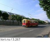 Купить «Удаляющийся трамвай», эксклюзивное фото № 3267, снято 4 июля 2004 г. (c) Ирина Терентьева / Фотобанк Лори