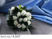 Купить «Темно-синяя драпировка. Свадебный букет », эксклюзивное фото № 4047, снято 21 октября 2005 г. (c) Ирина Терентьева / Фотобанк Лори