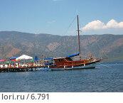 Купить «Яхта у пирса», фото № 6791, снято 8 июля 2006 г. (c) Маргарита Лир / Фотобанк Лори