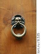 Купить «Дверная ручка на старой деревянной двери. Медная ручка, фактурное дерево», фото № 8535, снято 15 августа 2006 г. (c) Тузов Александр / Фотобанк Лори