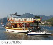 Купить «Прогулочная яхта у берега», фото № 8863, снято 14 июля 2006 г. (c) Маргарита Лир / Фотобанк Лори