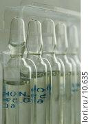 Купить «Ампулы с лекарственным препаратом в пластиковой контурной ячейке», фото № 10635, снято 9 октября 2006 г. (c) Сайганов Александр / Фотобанк Лори