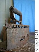 Купить «Старый утюг», фото № 11295, снято 2 сентября 2006 г. (c) Захаров Владимир / Фотобанк Лори