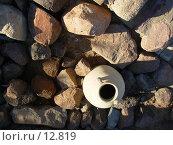 Кувшин среди камней. Стоковое фото, фотограф Екатерина / Фотобанк Лори