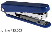 Купить «Синий офисный степлер на белом фоне», фото № 13003, снято 30 октября 2006 г. (c) Ольга Красавина / Фотобанк Лори