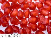 Купить «Россыпь зернышек красного граната на белом фоне», фото № 13011, снято 4 ноября 2006 г. (c) Ольга Красавина / Фотобанк Лори