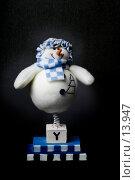 Купить «Снеговик на черном фоне», фото № 13947, снято 1 декабря 2006 г. (c) Лисовская Наталья / Фотобанк Лори