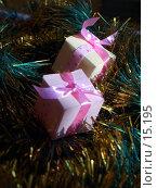 Купить «Два подарка на елке», фото № 15195, снято 20 сентября 2018 г. (c) SummeRain / Фотобанк Лори