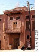 Купить «Две старухи у двухэтажного дома», фото № 21739, снято 23 ноября 2006 г. (c) Валерий Шанин / Фотобанк Лори