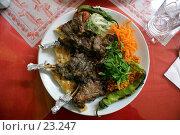 Купить «Жареное мясо с салатом на тарелке», фото № 23247, снято 17 ноября 2006 г. (c) Валерий Шанин / Фотобанк Лори