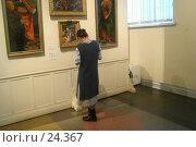 Купить «Девушка в музее», фото № 24367, снято 7 марта 2007 г. (c) Аврам / Фотобанк Лори