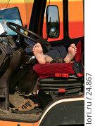 Отдыхающий водитель. Стоковое фото, фотограф Сергей Лаврентьев / Фотобанк Лори