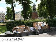 Купить «Мусор в городе. Белорусский вокзал», эксклюзивное фото № 24947, снято 3 июня 2005 г. (c) Ирина Мойсеева / Фотобанк Лори