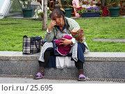 Купить «Цыганка с ребенком», эксклюзивное фото № 25695, снято 26 мая 2006 г. (c) Ирина Мойсеева / Фотобанк Лори