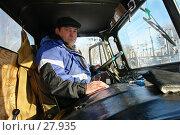 Купить «Водитель за рулем автомобиля», эксклюзивное фото № 27935, снято 9 июля 2018 г. (c) Александр Тараканов / Фотобанк Лори