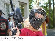 Купить «Девушка в маске и с оружием для пейнтбола», фото № 31679, снято 2 сентября 2006 г. (c) Евгений Батраков / Фотобанк Лори