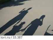 Купить «Длинные тени на асфальте», фото № 33387, снято 27 августа 2006 г. (c) Евгений Батраков / Фотобанк Лори