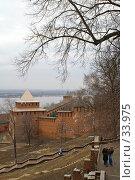 Вид на стену и одну из башен Нижегородского Кремля (2006 год). Редакционное фото, фотограф Алексей Котлов / Фотобанк Лори