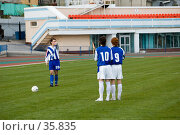Купить «Футбол. Штрафной удар», фото № 35835, снято 25 апреля 2007 г. (c) 1Andrey Милкин / Фотобанк Лори