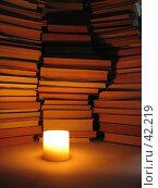 Купить «Книги, свечка», фото № 42219, снято 29 апреля 2006 г. (c) Александр Демшин / Фотобанк Лори