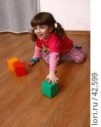 Купить «Девочка веселится и играет», фото № 42599, снято 12 мая 2005 г. (c) Harry / Фотобанк Лори