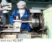 Токарь работающий на станке ( вид спереди) Стоковое фото, фотограф Андрей Жданов / Фотобанк Лори