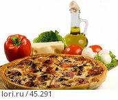 Купить «Пицца с сыром моццарелла, грибами, колбасой, помидорами», фото № 45291, снято 17 мая 2007 г. (c) Татьяна Белова / Фотобанк Лори
