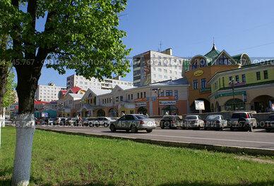 Купить «Дмитров. Центральная улица вокруг кремля», фото № 45767, снято 20 мая 2007 г. (c) Julia Nelson / Фотобанк Лори
