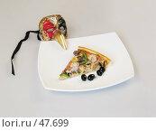 Купить «Пицца и венецианская маска», фото № 47699, снято 17 мая 2007 г. (c) Иван / Фотобанк Лори
