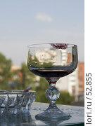 Купить «Бокал с вином со следом губной помады», фото № 52855, снято 15 июня 2007 г. (c) Лисовская Наталья / Фотобанк Лори