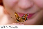 Купить «Красивая смотрит на красивое», фото № 53287, снято 21 июня 2006 г. (c) Argument / Фотобанк Лори