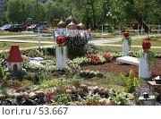 Купить «Дмитров. Цветочные клумбы», фото № 53667, снято 9 июня 2007 г. (c) Julia Nelson / Фотобанк Лори
