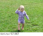 Купить «Маленькая девочка. Первые шаги.», фото № 57987, снято 24 июня 2007 г. (c) Катя Белякова / Фотобанк Лори